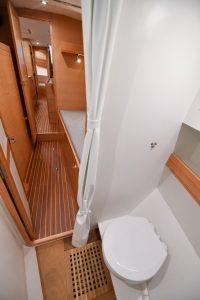 WC im Vorschiff einer Ovni 445