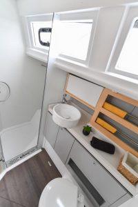 WC Raum mit Dusche Ovni 400